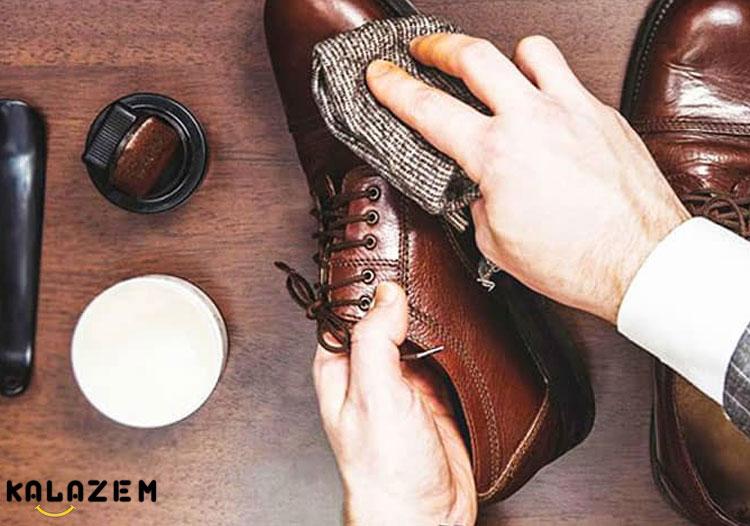 تمیز کردن کفش و بوت و نیم بوت جیر و نبوک