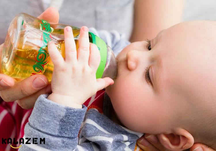 نوشیدن آب و آب میوه نوزاد