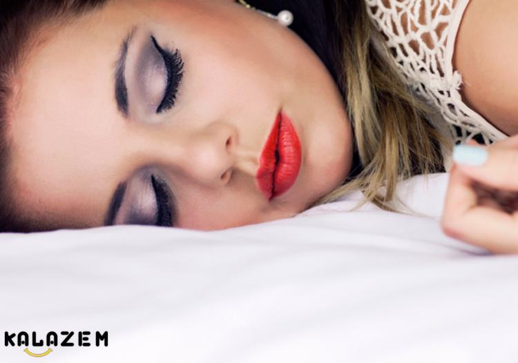 عادت بد زیبایی خوابیدن با آرایش